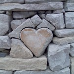 picture-heart_of_stone_in_a_stone_wall-Bild014